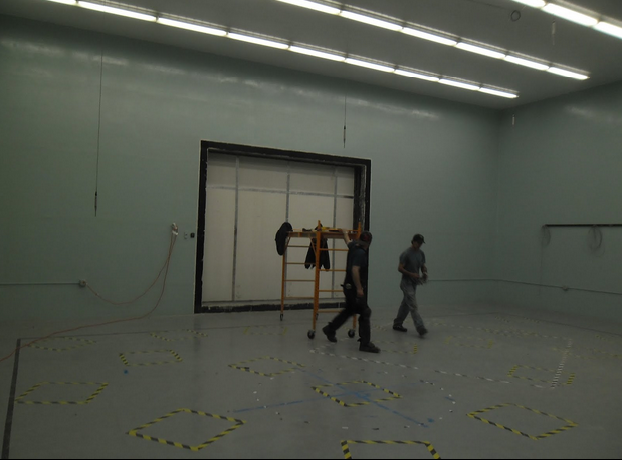 Huge Receiving Room, test wall size 148 inch x 124 inch